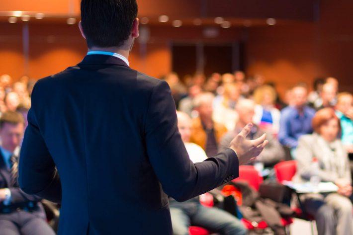 Zakelijk evenement keynote speaker