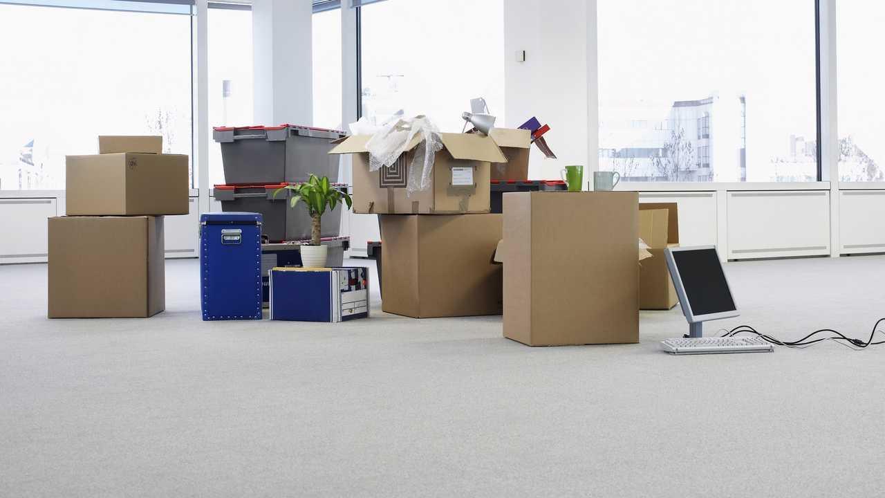 verhuisdozen tijdens een bedrijfsverhuizing